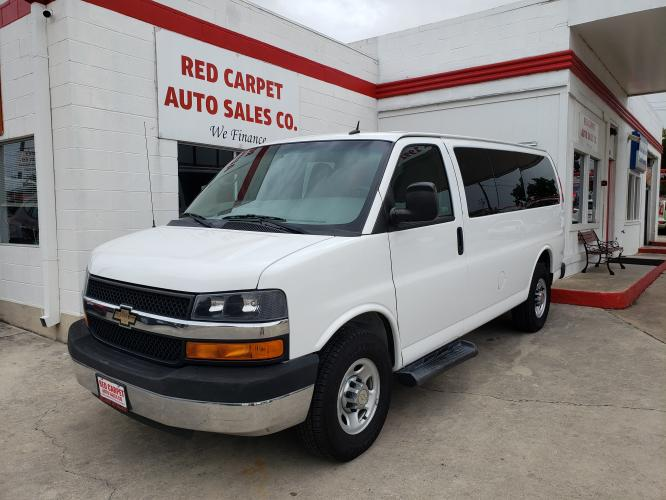 2015 Chevrolet Express 2500 LT (1GBWGRFF7F1) with an 4.8L V8 FFV engine, 6A transmission, located at 503 West Court, Seguin, TX, 78155, (830) 379-3373, 29.568621, -97.969803 - Photo #0